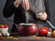 Soľ a priberanie spou súvisia