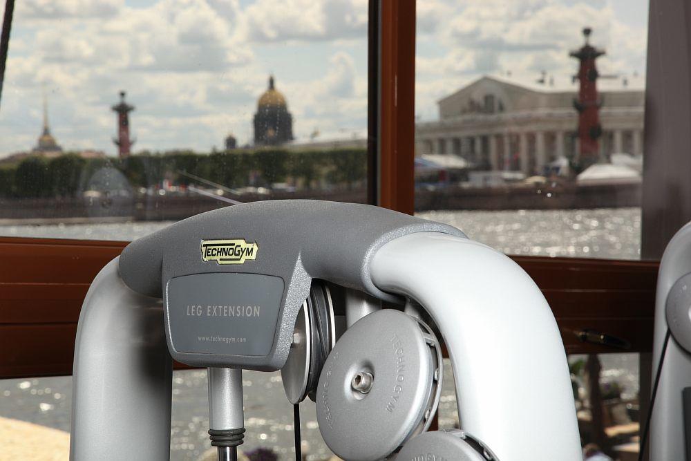 Fitness centrum na lodi Lietajúci Holanďan v Petrohrade