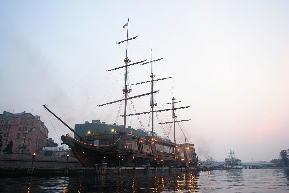 Petrohrad, Lietajúci Holanďan