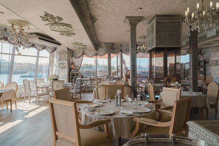 Reštaurácia na lodi The Flying Dutchman, Petrohrad