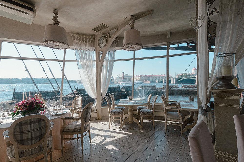 Panoramatická reštaurácia na lodi Lietajúci Holanďan