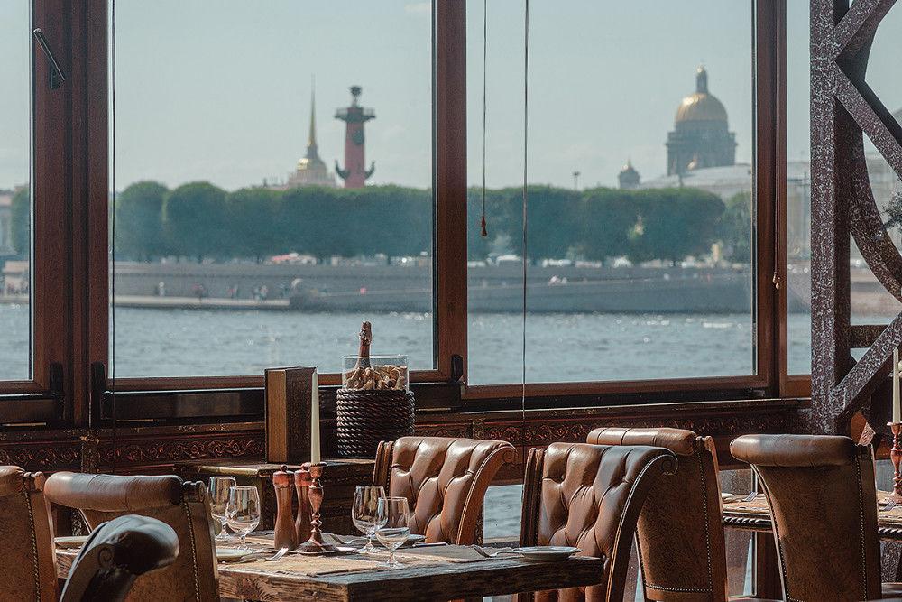 Lietajúci Hollanďan - reštaurácia na lodi