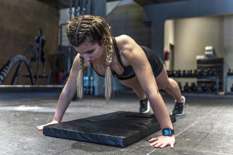 Cvičenie s vlastnou váhou na podložke
