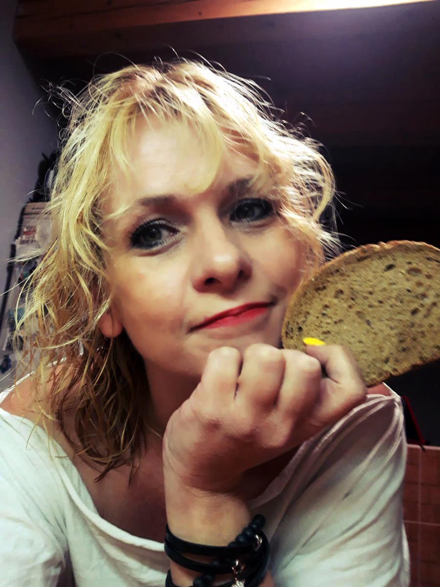Blogerka Marta so suchým chlebom