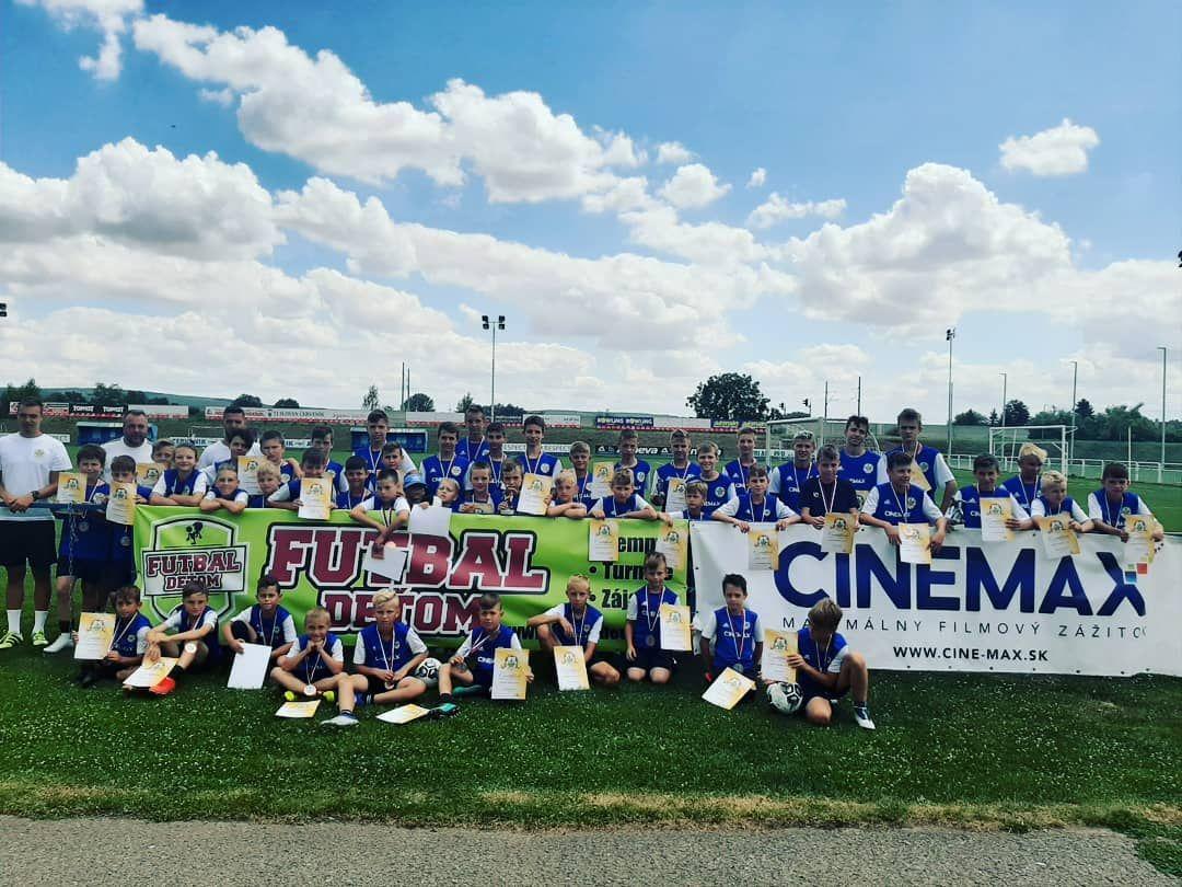 Futbal deťom, spoločné fotenie