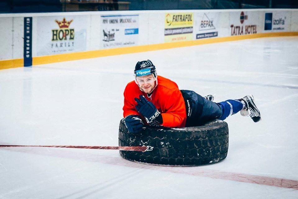 Hokejista Andreas Štrauch, tréning s gumou