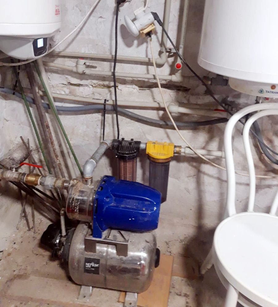 Pokazené čerpadlo na vodu.