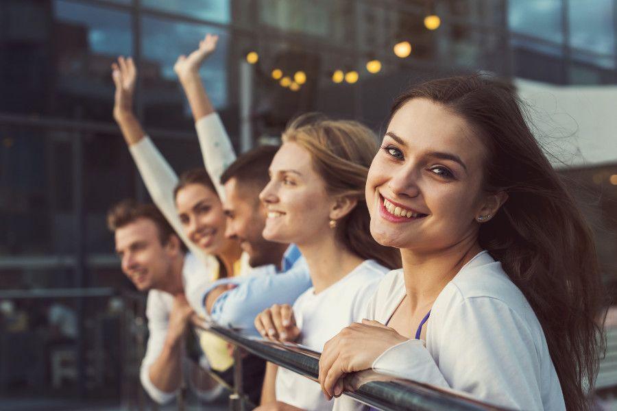 Skupina mladých ľudí