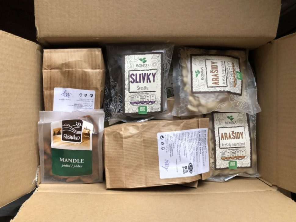 Zdravé potraviny - prišiel balík, pohľad do krabice z eshopu Nutiva